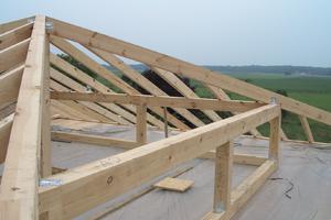 Dachstuhl: HR baut nicht nur Dachstühle, sondern auch Dachgauben, Veluxfenster und Loggien in Hückelhoven und Geilenkirchen