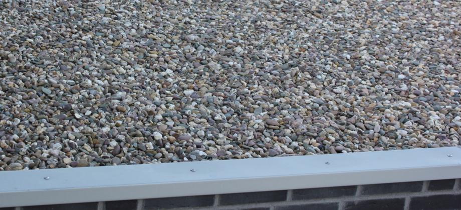 Die Kompetenzen unserer Dachdecker liegen auch in der Flachdachsanierung